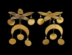 Cat. No. 142: Two hair ornaments in the form of flowers (Tillya Tepe, Tomb VI), 1st century BC - 1st century AD, gold and silver, diameter of first pin: 7 cm (2 3 / 4); diameter of second pin: 1.8 cm (11 / 16); length: 4 cm (1 9/16) - National Museum of Afghanistan © Thierry Ollivier / Musée Guimet