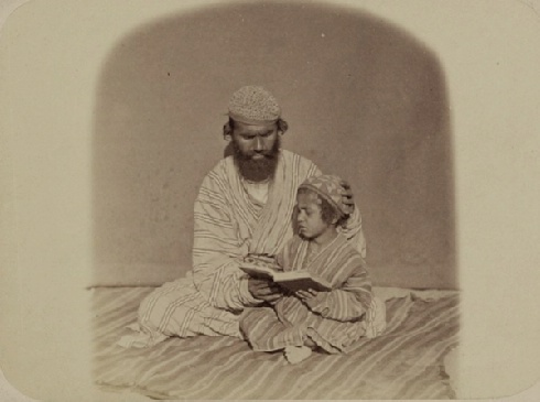 Zaravshanskii okrug. Pervye uroki (Zaravshan okrug. First lessons; between 1865 and 1872) - Sergei Mikhailovich Prokudin - Gorskii Collection (Library of Congress, Washington, D.C. 20540 USA).
