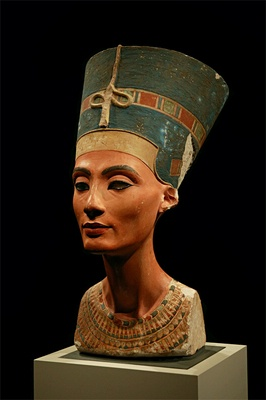 Bust of queen Nefertiti in the Altes Museum, Berlin. Author: Arkadiy Etumyan